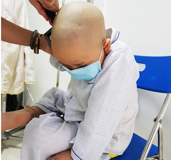 """Mẹ cạo trọc đầu cùng con ung thư: """"Tôi muốn các con sống một ngày, một giờ cũng phải hạnh phúc"""".7"""