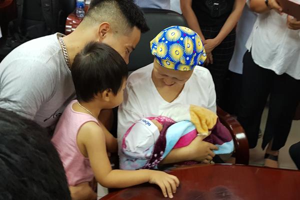 Mẹ con sản phụ bị ung thư giai đoạn cuối đã phục hồi kỳ diệu - ảnh 1