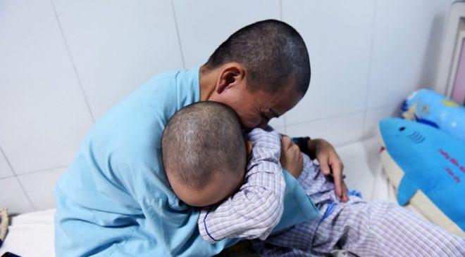 """Mẹ cạo trọc đầu cùng con ung thư: """"Tôi muốn các con sống một ngày, một giờ cũng phải hạnh phúc"""".2"""