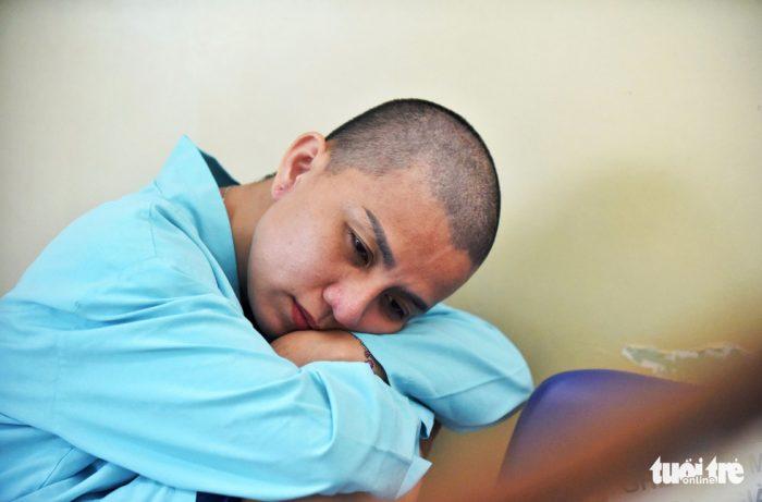 Người mẹ cạo trọc đầu để chiến đấu cùng con 5 tuổi ung thư.6