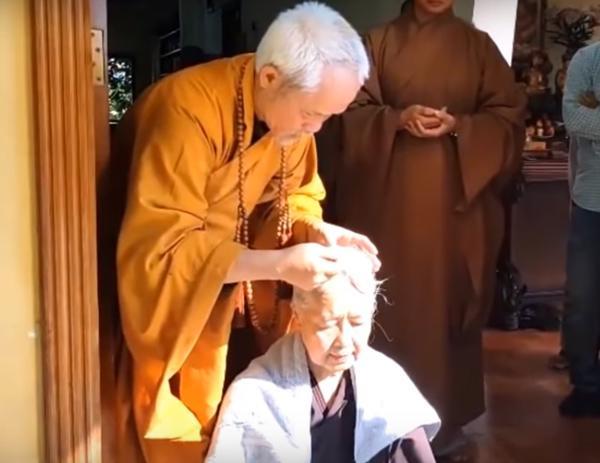 Nương nhờ cửa Phật chính là điều bà tìm kiếm bây lâu nay