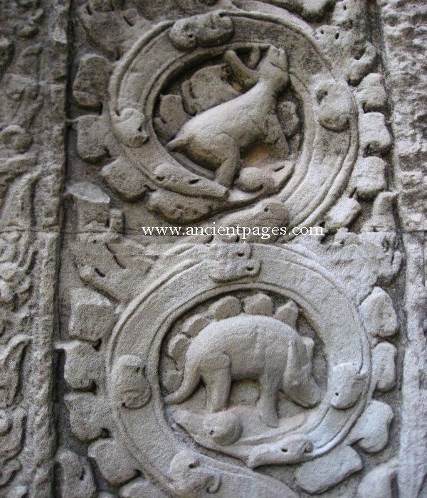 Hình khắc động vật trông giống khủng long ba sừng ở ngay phía trên hình khắc trông giống khủng long phiến sừng stegosaur. (Ảnh qua Ancient Pages)