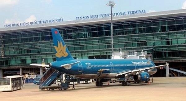 Nữ Việt Kiều bị mất trộm túi xách sau khi ôm người thân ở sân bay Tân Sơn Nhất - ảnh 1