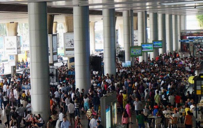 Nữ Việt Kiều bị mất trộm túi xách sau khi ôm người thân ở sân bay Tân Sơn Nhất - ảnh 2