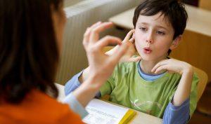 Làm thế nào để trẻ không bị nói lắp?