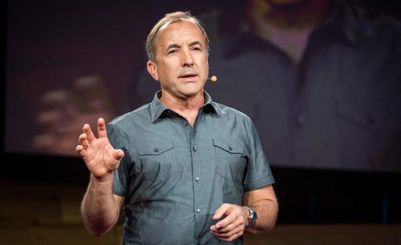 """Tiến sĩ Michael Shermer là người sáng lập ra tạp chí """"Người hoài nghi"""" (Skeptic), đồng thời ông là ủy viên ban thường vụ của Hiệp hội Hoài nghi."""