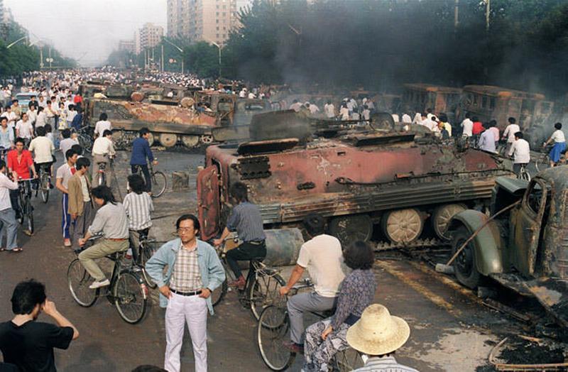 Cảnh hoan tàn sau vụ thảm sát tại quảng trường Thiên An Môn năm 1989.