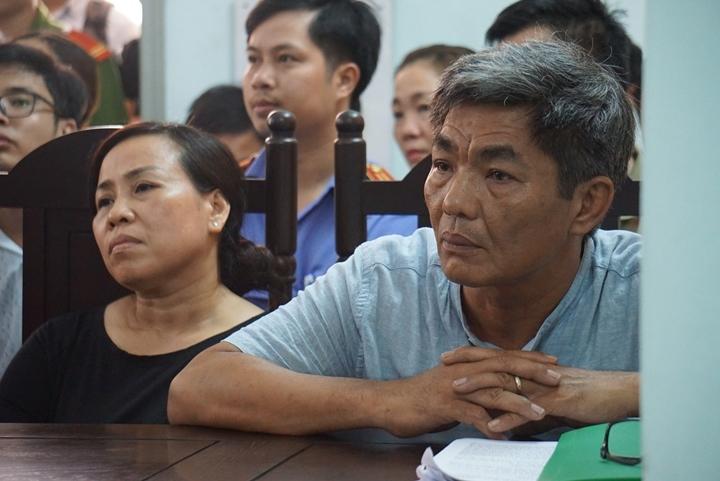 Ba mẹ bị hại tham dự phiên tòa
