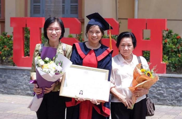 Du học sinh Thái Lan đậu thủ khoa tại trường ĐH ĐH KHXH&NV Hà Nội.4
