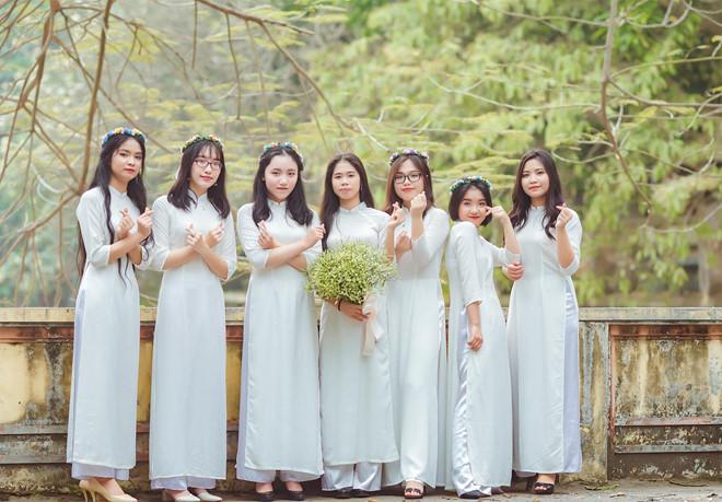 Thu Hà và những người bạn của mình.