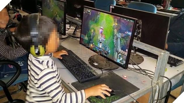 """Có trẻ tìm thấy niềm vui và """"cảm thấy được chia sẻ"""" tại các quán game cũng như khi tương tác trực tuyến với người chơi khác."""