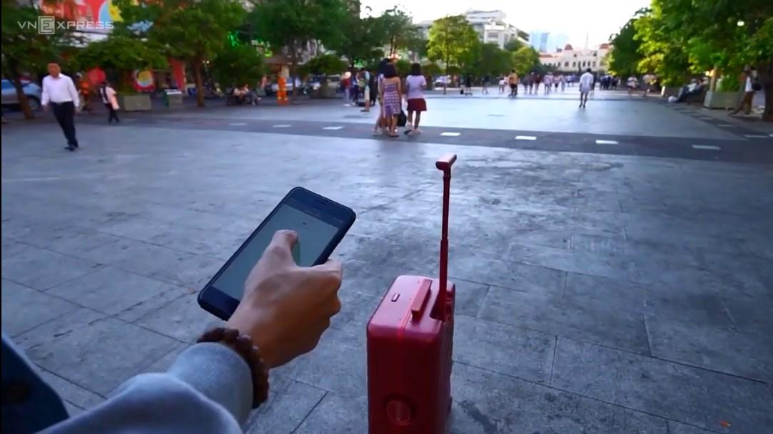 dễ dàng kiểm soát cũng như điều chỉnh vali của mình từ xa nhờ hệ thống định vị GPS