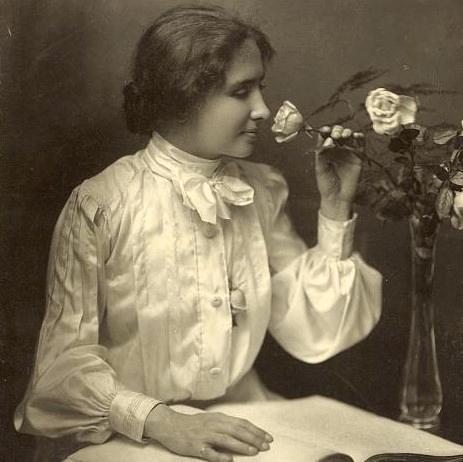 Tuy bị khuyết tật nhưng Helen Adams Keller là một người phụ nữ tràn đầy lạc quan và thiết tha yêu cuộc sống. (Ảnh qua Spiegel Online)