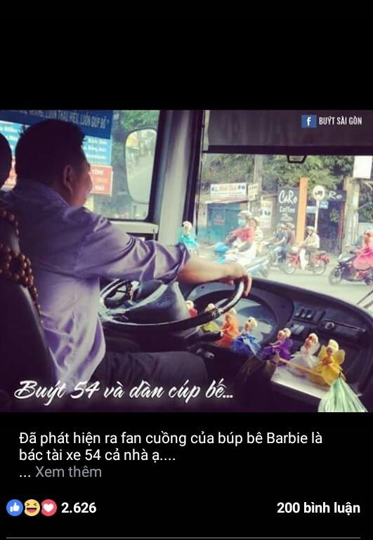 Xe buýt chất đầy búp bê của anh Huy.