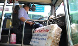 Tài xế xe buýt bẻ lái đột ngột vào vỉa hè bắt cướp và những câu chuyện ấm lòng về người Sài Gòn