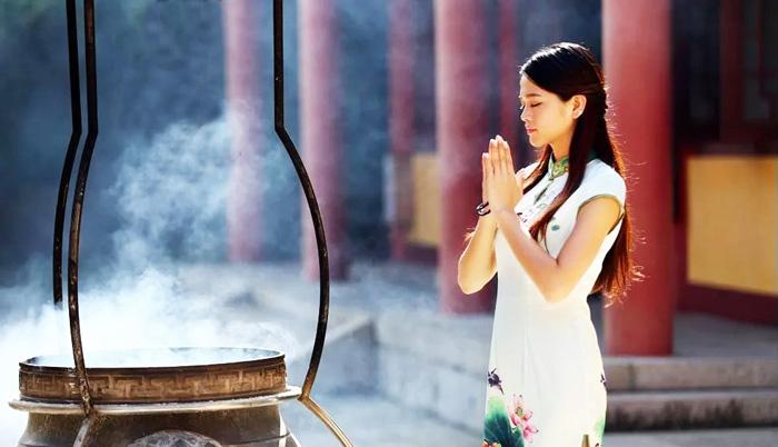 Văn hóa truyền thống là Thần hữu ý truyền cấp cho con người, một hệ thống nhận thức về Thiên, Địa, Nhân.