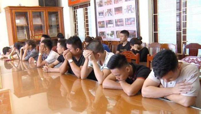 Nhóm 18 thanh niên bị bắt khi đang bay lắc trong quán karaoke.