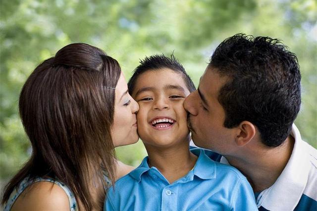 Học cách hiểu, cảm thông và tin tưởng con để có thể là chỗ dựa tinh thần vững chắc cho trẻ