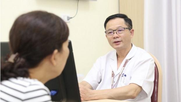 PGS.TS Đỗ Trường Thành – Trưởng khoa Phẫu thuật tiết niệu của Bệnh viện Việt Đức. (Ảnh qua giadinhmoi)