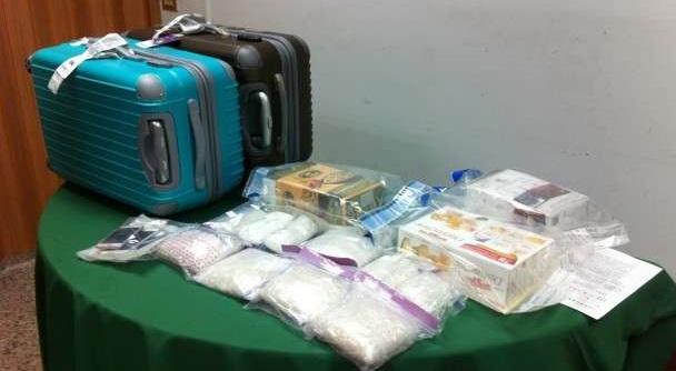 Qua kiểm tra chiếc valy, hải quan phát hiện bên trong có chứa 1,8kg heroin