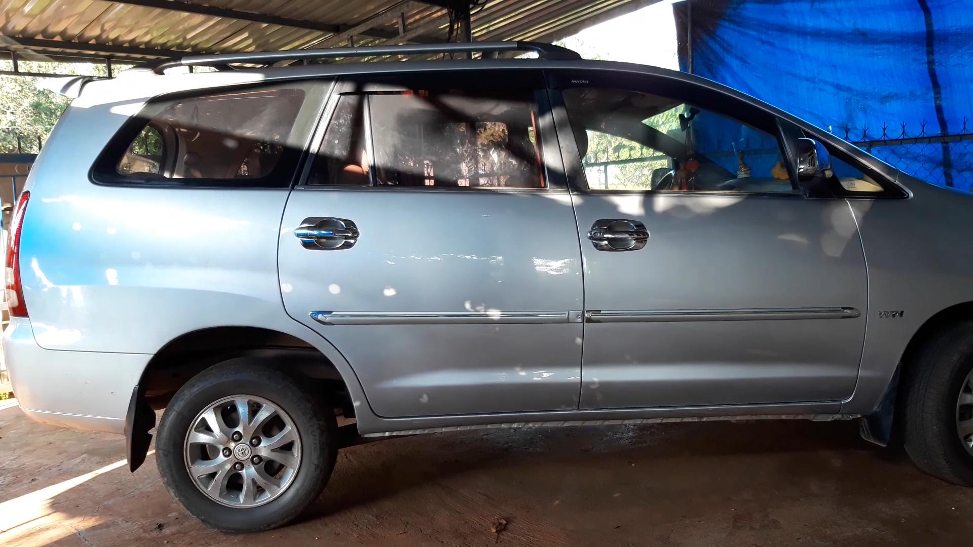 Xe ô tô 7 chỗ chở chị Yến đến bệnh viện sinh nhưng để sản phụ ở giữa đường. (Ảnh qua laodong)