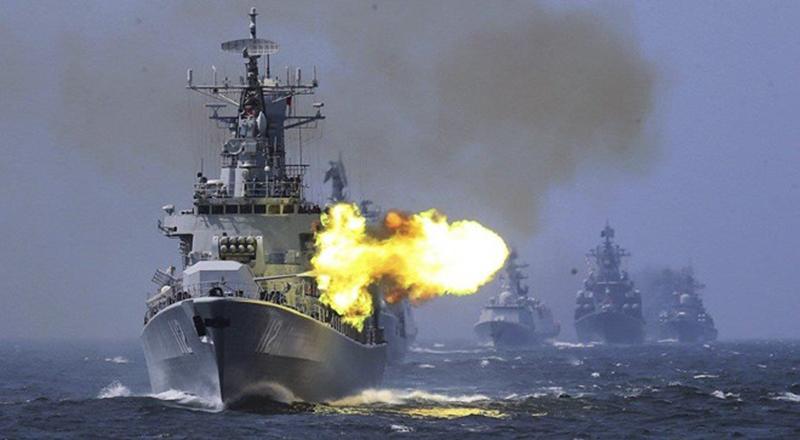 Tàu chiến Trung Quốc tập trận bắn đạn thật năm 2017.