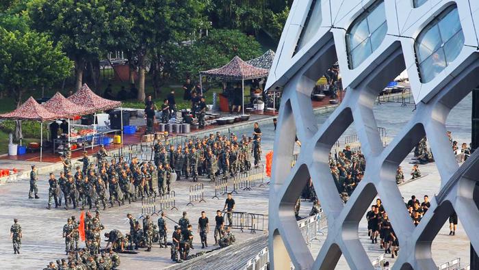 Cảnh sát vũ trang Trung Quốc tập hợp tại sân vận động Thâm Quyến ngày 15/08/2019.