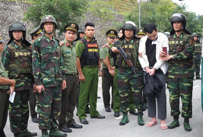 ngày 1/8, phía Việt Nam đã dẫn độ hơn 380 người Trung Quốc tham gia đường dây đánh bạc qua mạng internet tại Hải Phòng lên cửa khẩu Lạng Sơn để giao cho Trung Quốc xử lý.