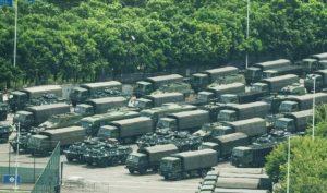 Hàng ngàn cảnh sát vũ trang Trung Quốc diễu hành gần Hong Kong
