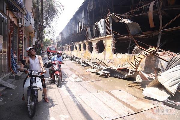 Sau vụ cháy, người dân được khuyến cáo đeo khẩu trang khi ra khỏi nhà. (Ảnh qua vietnamnet)