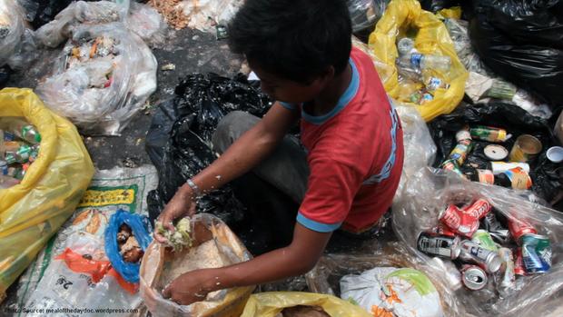 Tận cùng của sự đói nghèo cơ cực, những việc làm ấy đã quá quen thuộc.