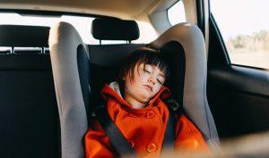 Thử nghiệm ngồi trong xe ô tô đóng kín 10 phút: Người lớn cũng phải bỏ cuộc