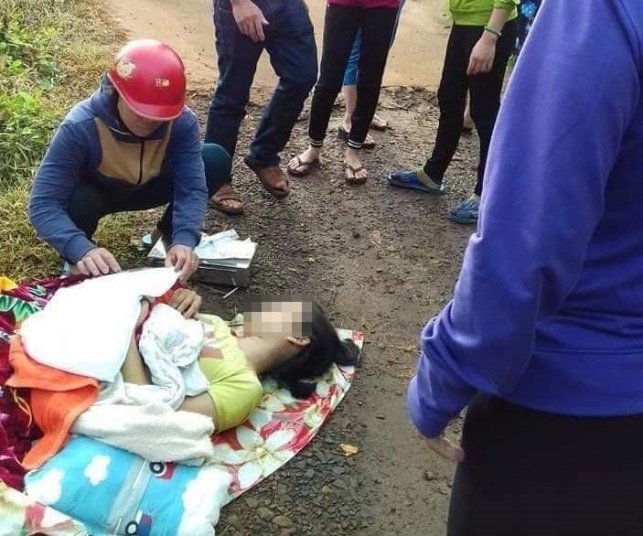 Chị Yến phải sinh con ngay bên lề đường, đứa bé sau đó đã tử vong vì không được đưa đi bệnh viện kịp thời. (Ảnh qua infonet)