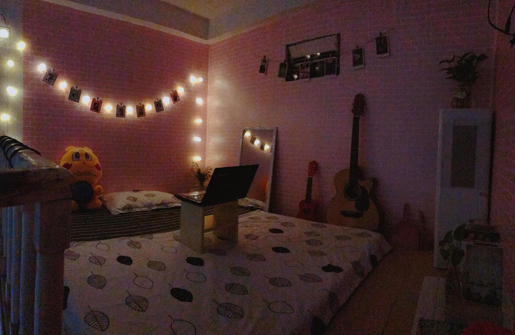 Khi tắt đèn, căn phòng lung linh như dành cho công chúa vậy