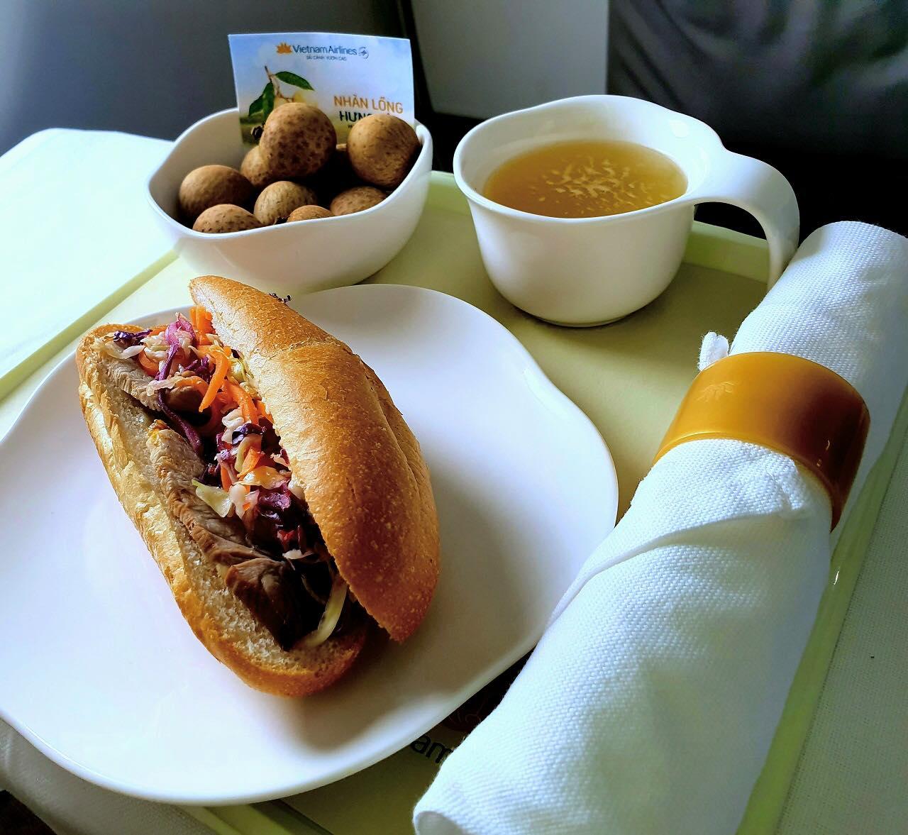 Từ 1/9 'bánh mì Việt Nam' sẽ cất cánh cùng chuyến bay của Vietnam Airlines