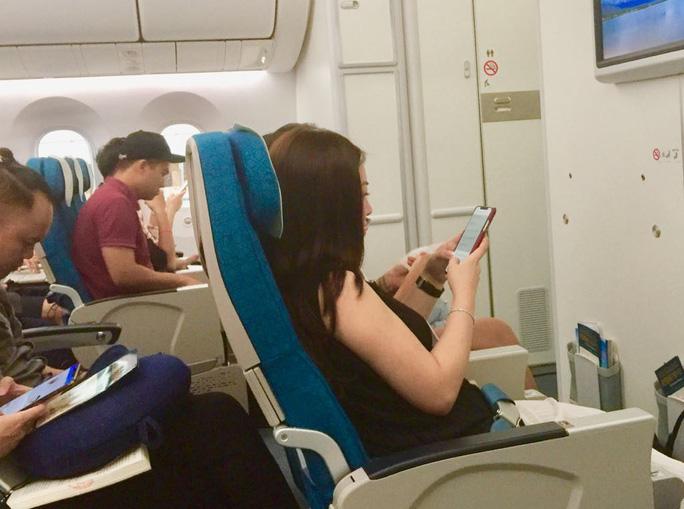 Bên cạnh phục vụ bánh mì Việt Nam cho hành khách, Vietnam Airlines cũng cho biết từ ngày 10/10/2019 hãng sẽ chính thức triển khai dịch vụ wifi