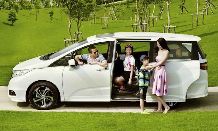 Dạy con trẻ cách thoát khỏi xe đóng kín để tự bảo vệ bản thân. (Ảnh qua vtc)