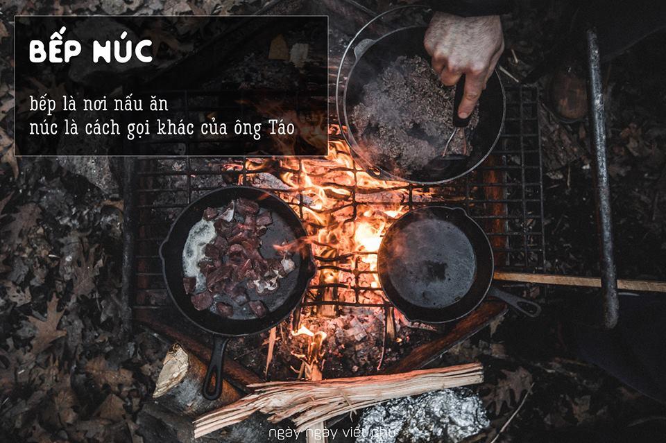 Núc là 'đồ đắp bằng đất thường làm ra ba hòn, có thể bắc nồi nấu ăn' và có thể hiểu núc chính là ông Táo.