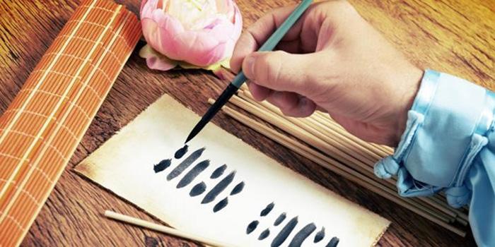 Thời cổ đại, những người am hiểu về tướng thuật chỉ cần nhìn một người đặt bút viết chữ, họ đã có thể đoán biết được tương lai của người ấy.