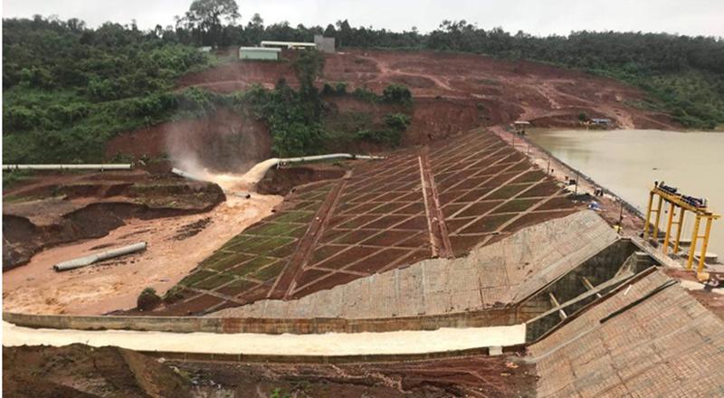 Đập thủy điện Đắk Kar có nguy cơ bị vỡ. (Ảnh qua nld)