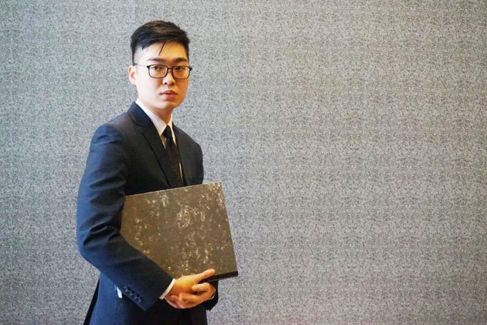Nhà hoạt động chính trị độc lập Andy Chan bị bắt giữ tại sân bay khi chuẩn bị bay sang Nhật. (Ảnh: HKFP)