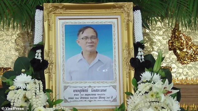 Đám tang của ông Suthat đã được diễn.