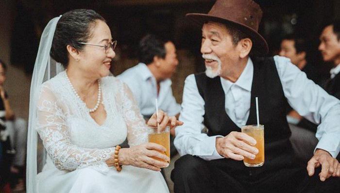 Khi giao tiếp với người già, hãy cố gắng để tâm đến tự tôn của đối phương.