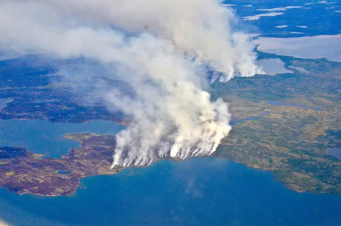Các đám cháy rừng ở Bắc Cực tiềm ẩn thảm họa lớn hơn là lượng khí thải do đám cháy và số cây cối bị mất. (Ảnh: NASA)