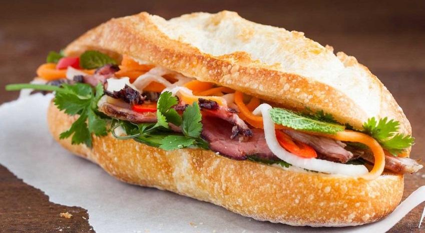 Lấy cảm hứng từ ẩm thực đường phố, bánh mì Việt Nam là nét chấm phá mới cho thực đơn trên không của Vietnam Airlines.