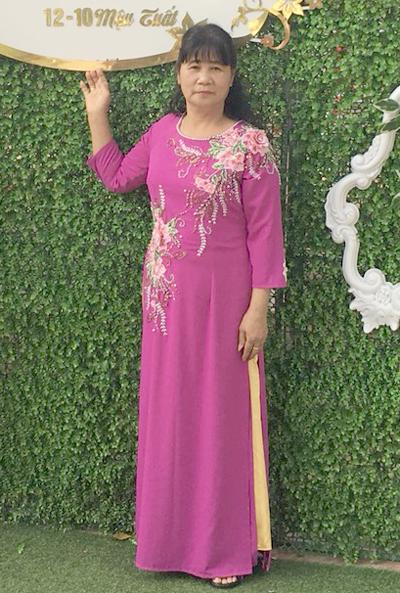 Bà Tiến tham dự một đám cưới người thân ở quê nhà trước khi trở sang Trung Quốc cùng con trai út.