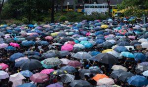 Hong Kong: Hàng ngàn giáo viên xuống đường tiếp sức và bảo vệ học trò