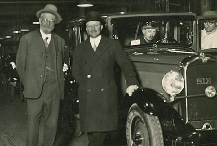 Édouard Michelin và André Michelin đã thay đổi ngành công nghiệp sản xuất lốp xe với sáng chế vành xe mới.