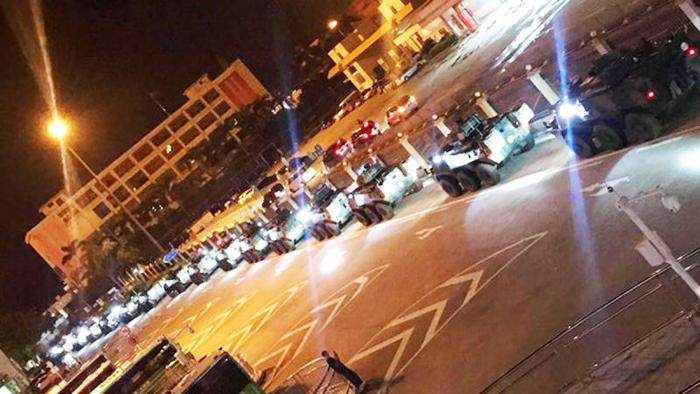 Thời điểm mẫn cảm, nhiều xe quân sự Trung Quốc lại xuất hiện ở Hồng Kông