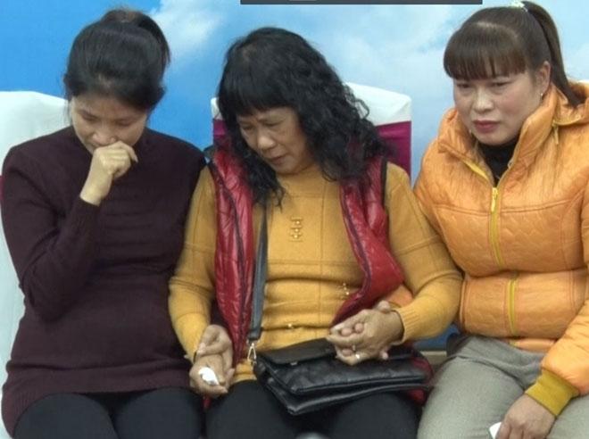Người mẹ đoàn tụ với 2 con sau 30 năm bị bán sang Trung Quốc